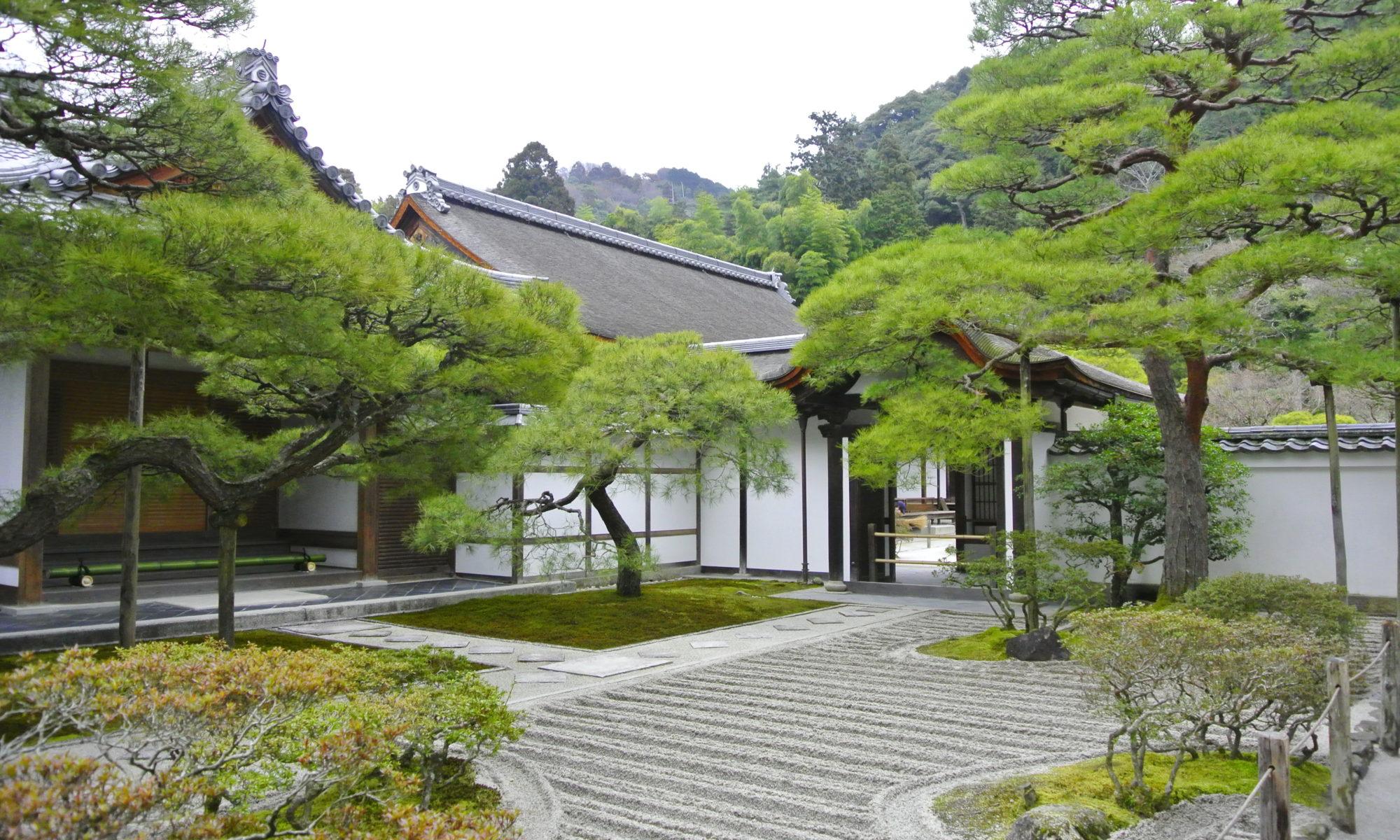 京都銀閣寺:白砂青松の庭園 - -京都市左京区哲学の道周辺- -