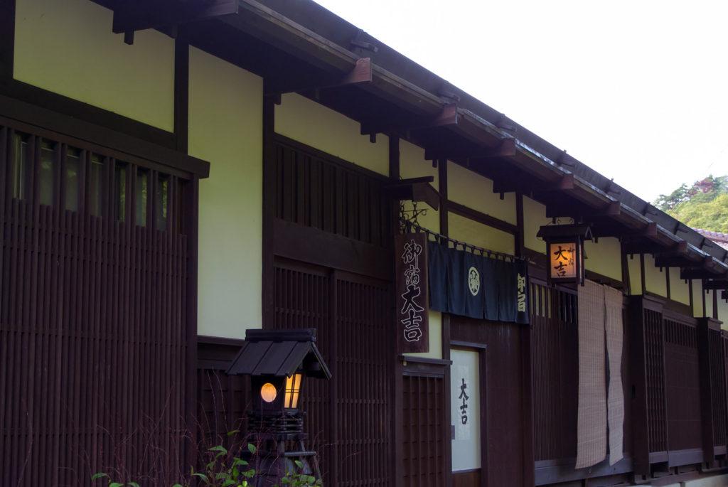妻籠宿では江戸時代の風情を感じさせる宿にも宿泊できる - -木曽郡南木曾町妻籠宿- -