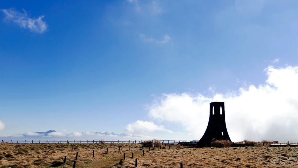 美ヶ原のシンボル美しの塔 - -長野県松本市周辺- -