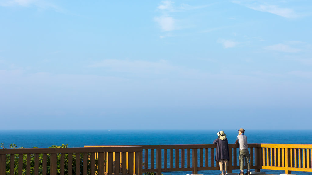 本州最南端の潮岬より大海原を眺める - -和歌山県串本町- - 観光スポット「撮る旅」