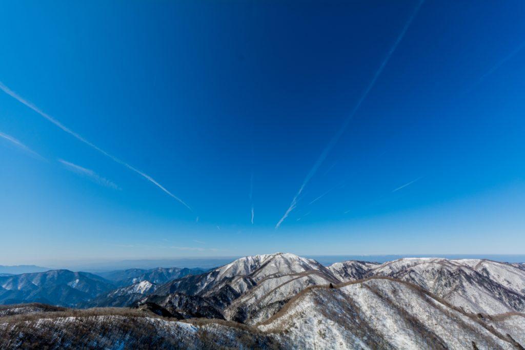 冬、雪に覆われた御在所からの眺望 - -御在所岳- -