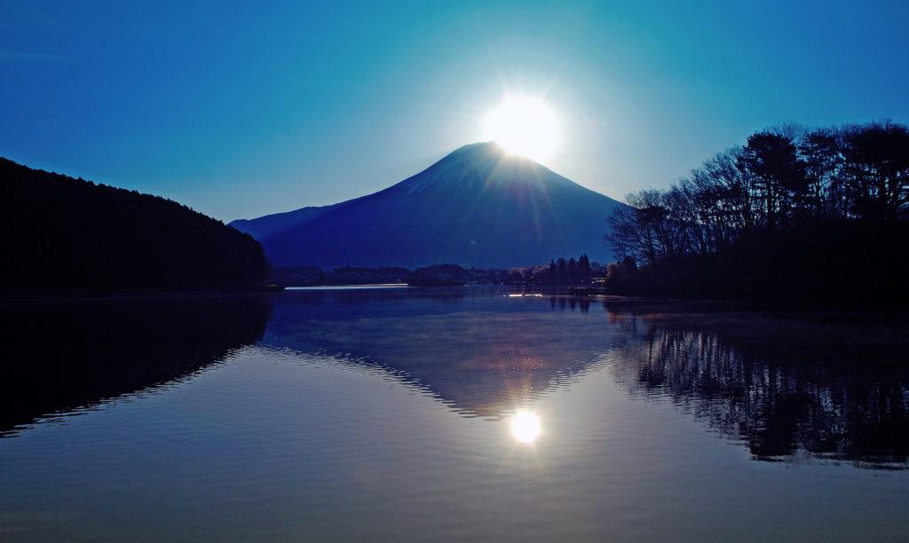 田貫湖に映るダイヤモンド富士 - -富士宮市:田貫湖- -