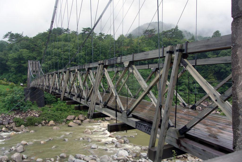 木曽川にかかる大正時代の美しいつり橋:桃介橋 - -木曾郡南木曾町- -