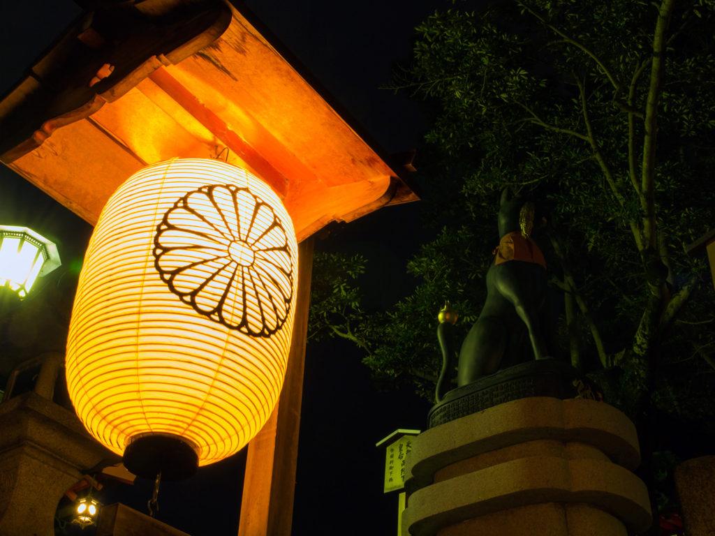 お稲荷さんを象徴するキツネの狛犬 - -京都市伏見区伏見稲荷大社- -