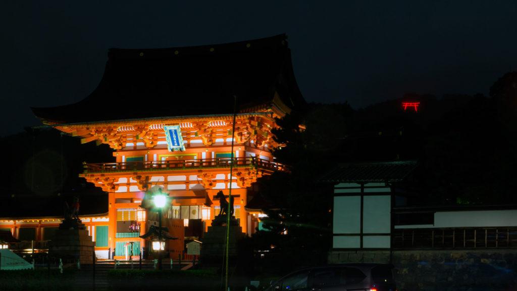 闇に浮かぶ稲荷山に浮かび上がる提灯鳥居 - -京都市伏見区伏見稲荷大社- -