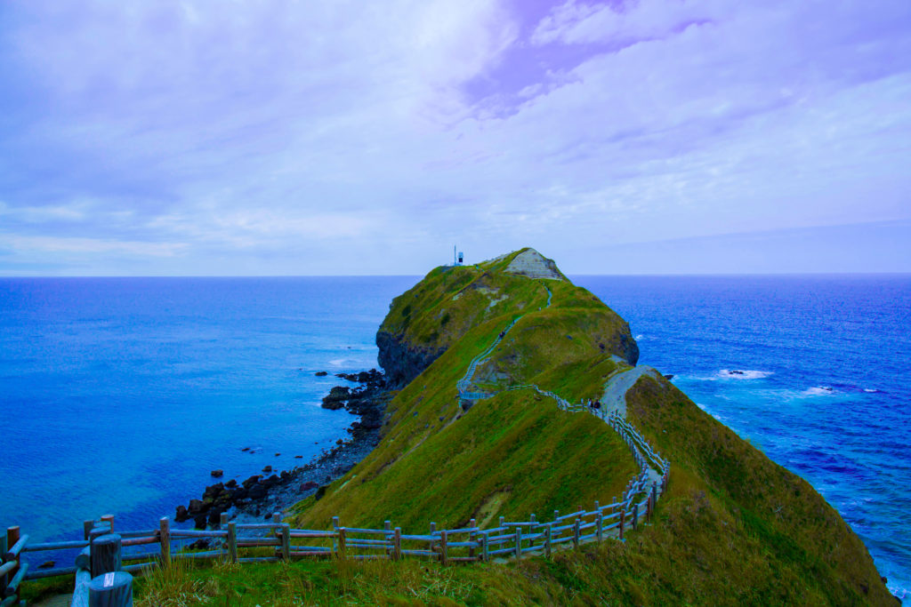 積丹ブルーの海と神威岬:チャレンカの小道 - -積丹町神威岬- -