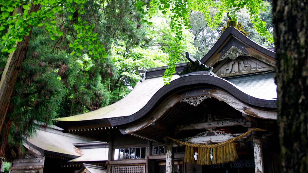 神々の時代を感じさせる境内の高千穂神社 - -宮崎県:高千穂神社- -