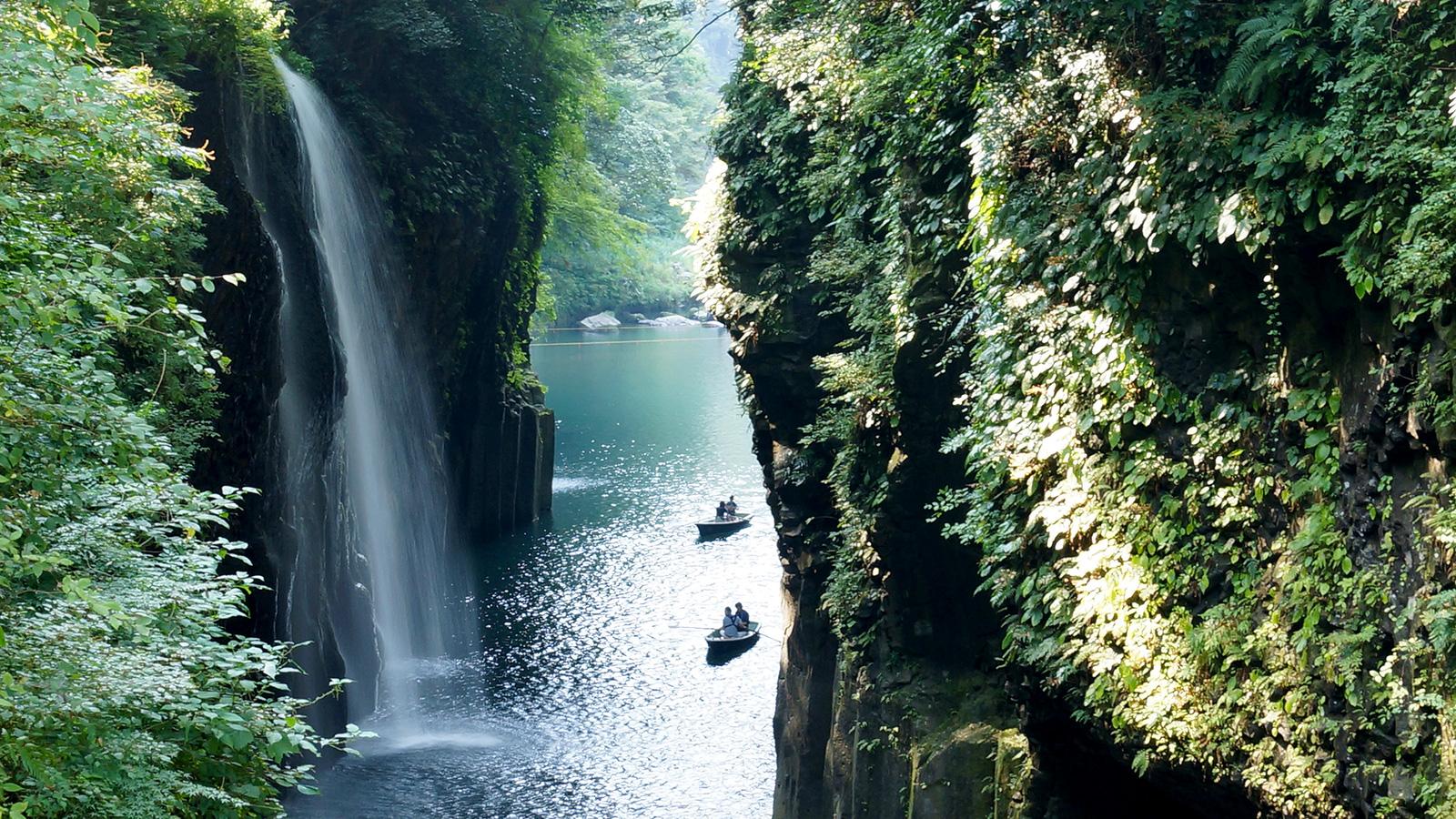 自然のチカラが作り上げた美しい地形 - -宮崎県:高千穂峡- -