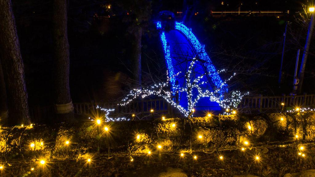 寒さの中、妖しく光る青い橋 - -愛知県岡崎市- -
