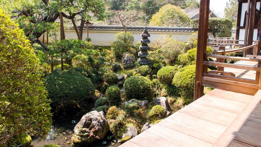 かつて塔頭のひとつであった庫裏の庭園も美しい長岳寺 - -奈良県天理市にある観光、撮影スポット- -