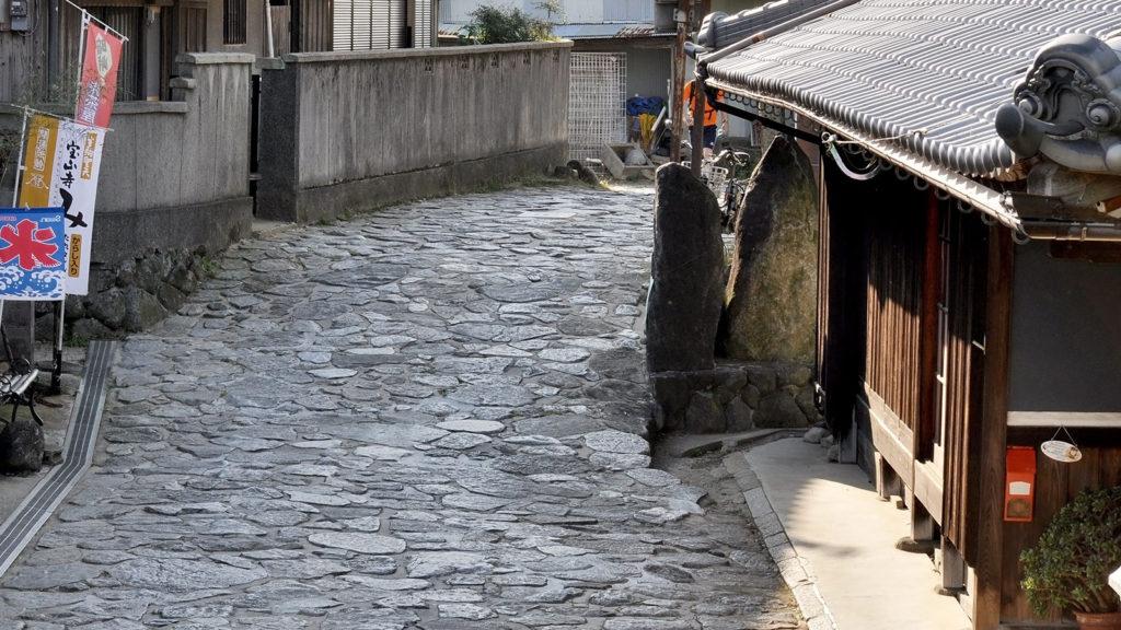 奈良県と大阪府境にある暗峠の石畳の峠道 - -奈良県、大阪府の観光、撮影スポット- -
