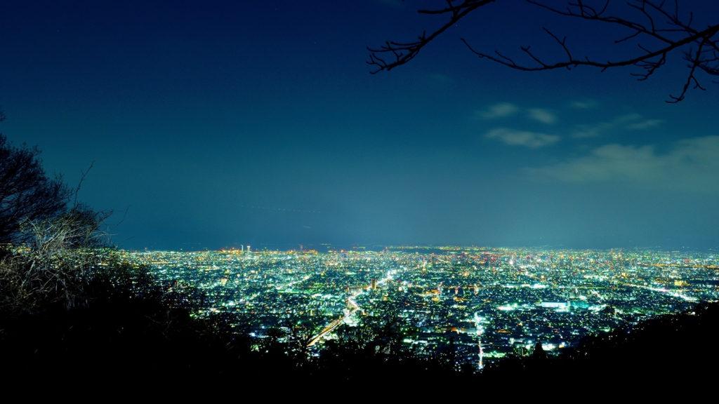 冬の空気の数だ日には、生駒山から西の方角にきらきらと光る平野が望める - -奈良県、大阪府の観光、撮影スポット- -