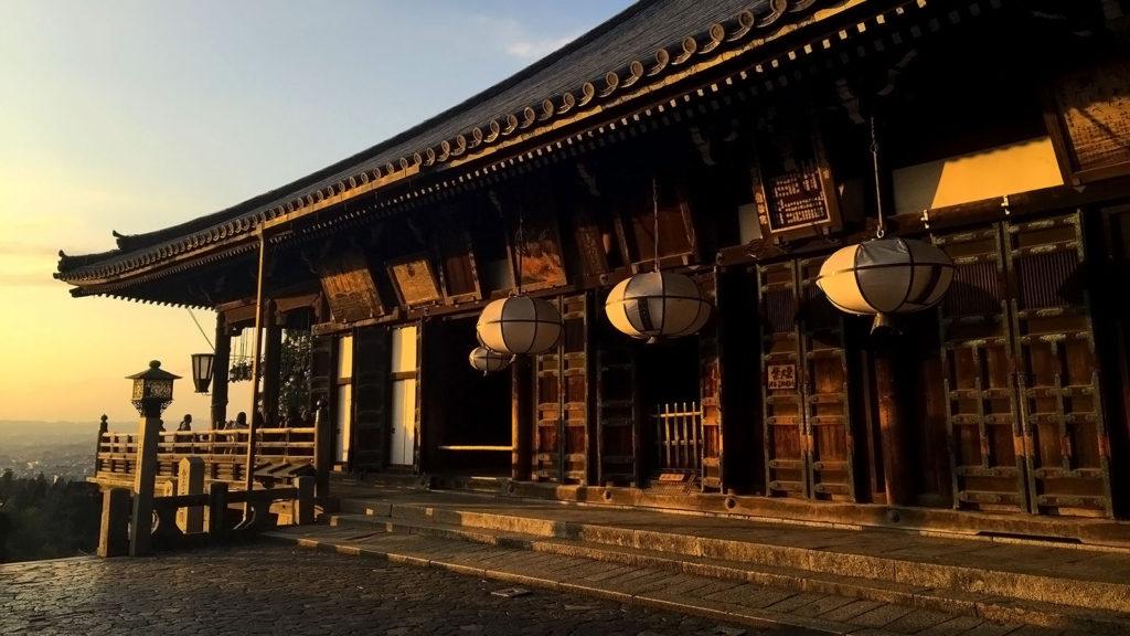 夕陽に染まる二月堂 - -奈良県:東大寺- -