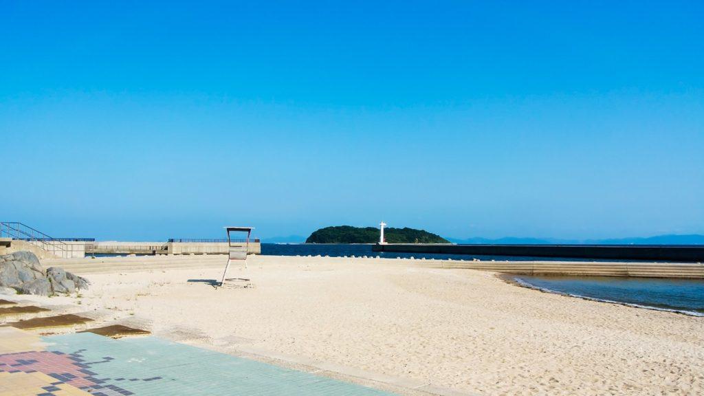 吉良ワイキキビーチの白い砂浜と青い空 - -愛知県西尾市にある観光、撮影スポット- -
