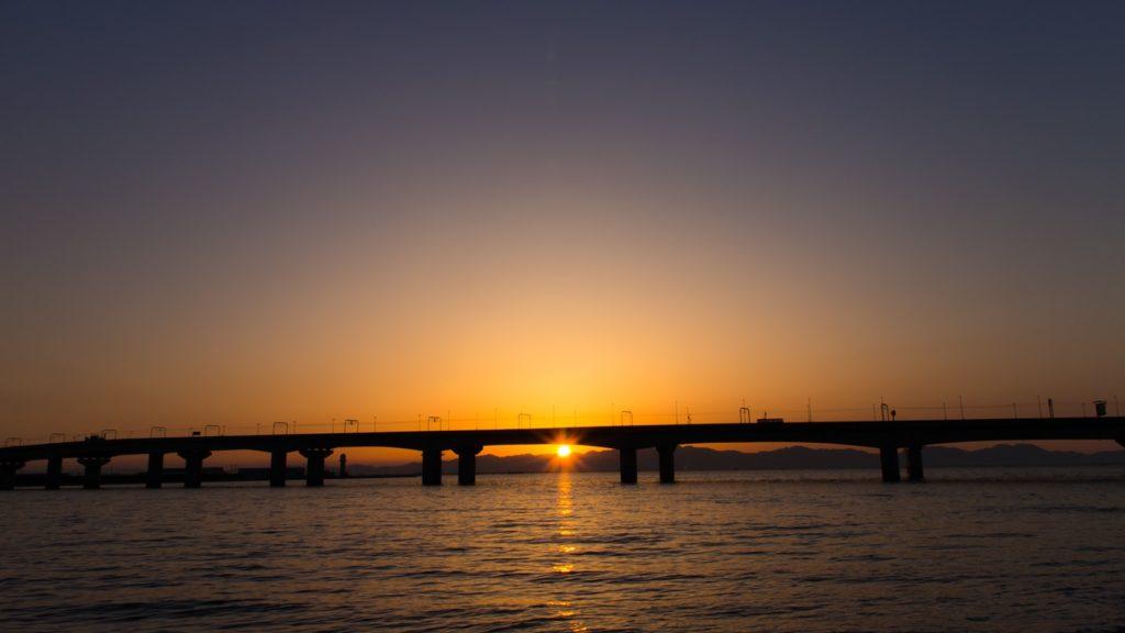 りんくう緑地公園からはセントレア大橋に沈む夕陽も撮影できる  - -愛知県常滑市にある観光、撮影スポット- -