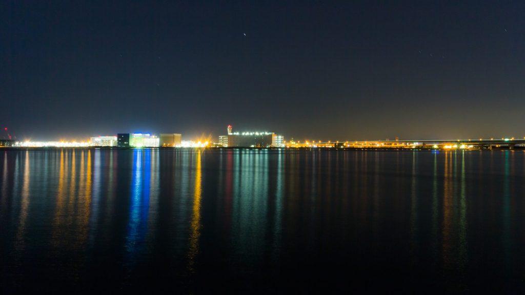 中部国際空港セントレアの夜景を対岸から眺めるりんくう緑地公園  - -愛知県常滑市にある観光、撮影スポット- -