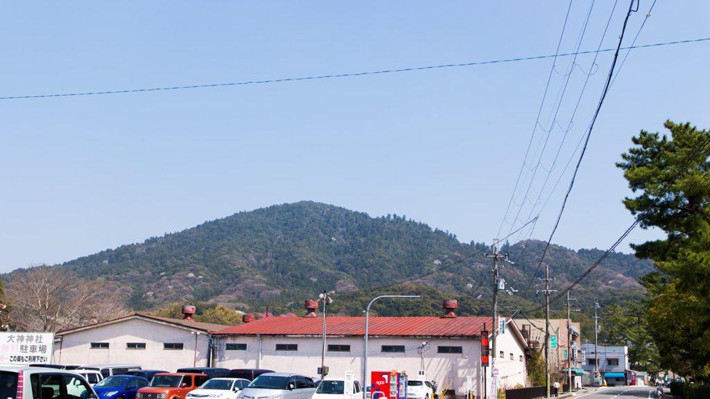 美しい山容の三輪山。古代よりヤマトの人々に愛され敬われてきた三輪山は大神神社の御神体でもある - -奈良県桜井市にある観光、撮影スポット- -