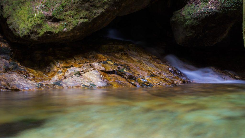 乳岩峡の美しい水の流れ - -愛知県新城市にある観光、撮影スポット- -