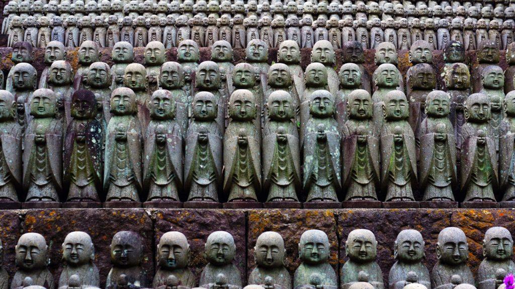 ズラリと並んだ圧巻の景色を作り出すお地蔵さま:長谷寺地蔵堂 - -神奈川県鎌倉市にある観光、撮影スポット- -