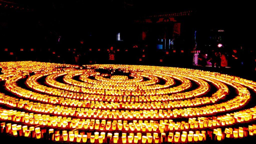 鎌倉、長谷寺で1月1日に行われる万灯祈願会の風景 - -神奈川県鎌倉市にある観光、撮影スポット- -