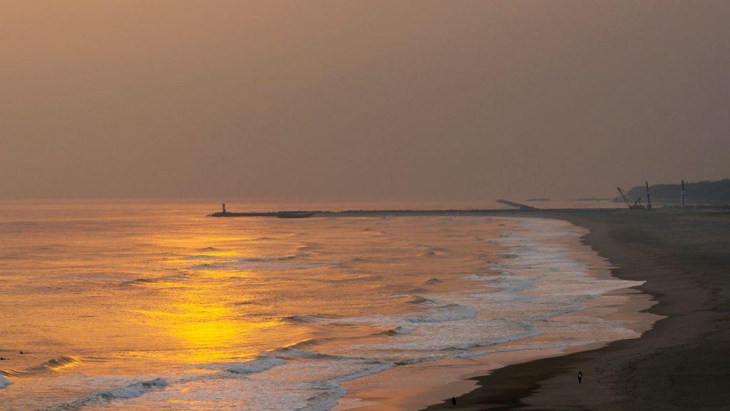 哀愁さえも感じられる夕陽の沈む恋路ヶ浜  - -愛知県田原市にある観光、撮影スポット- -