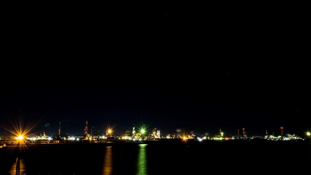金城埠頭地区緑地から眺める対岸の工場夜景 - -愛知県名古屋市の観光、撮影スポット- -