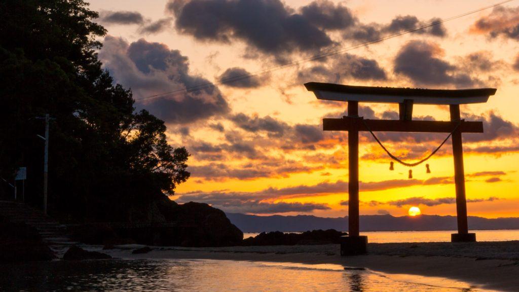 太陽の沈む頃、夕焼けに染められた美しい光景  - - 鹿児島県鹿屋市の観光、撮影スポット- -