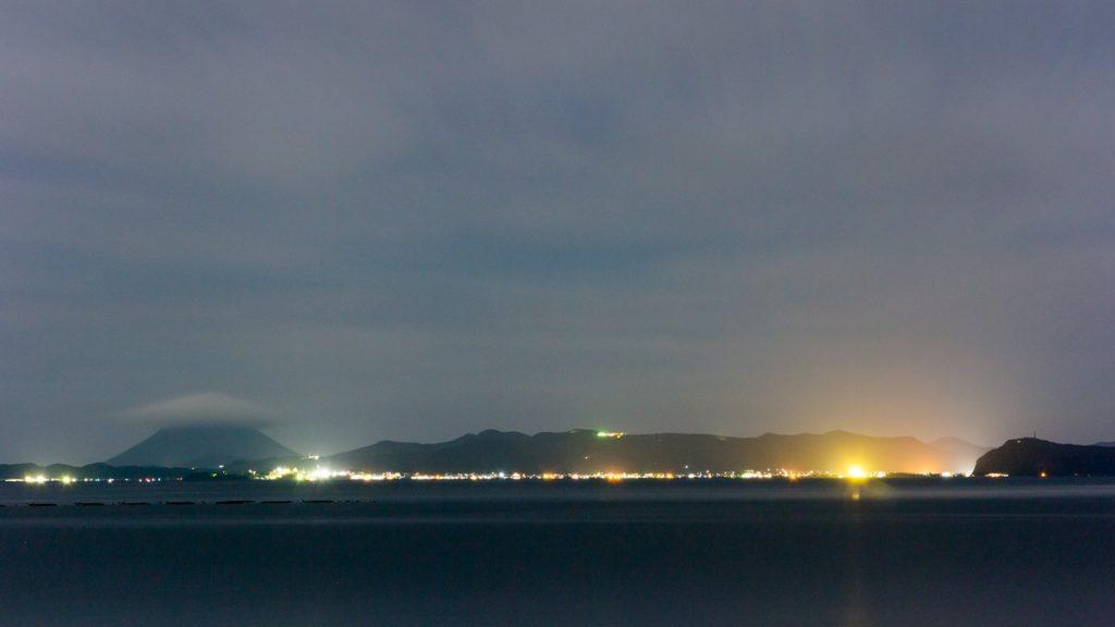 城ヶ崎展望所から指宿方面を見た夜景 - - 鹿児島県錦江町の観光、撮影スポット- -