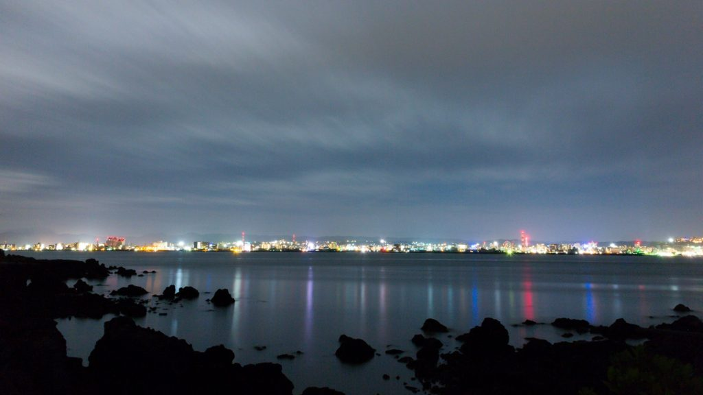 なぎさ遊歩道から見る鹿児島の夜景  - - 鹿児島県の観光、撮影スポット- -