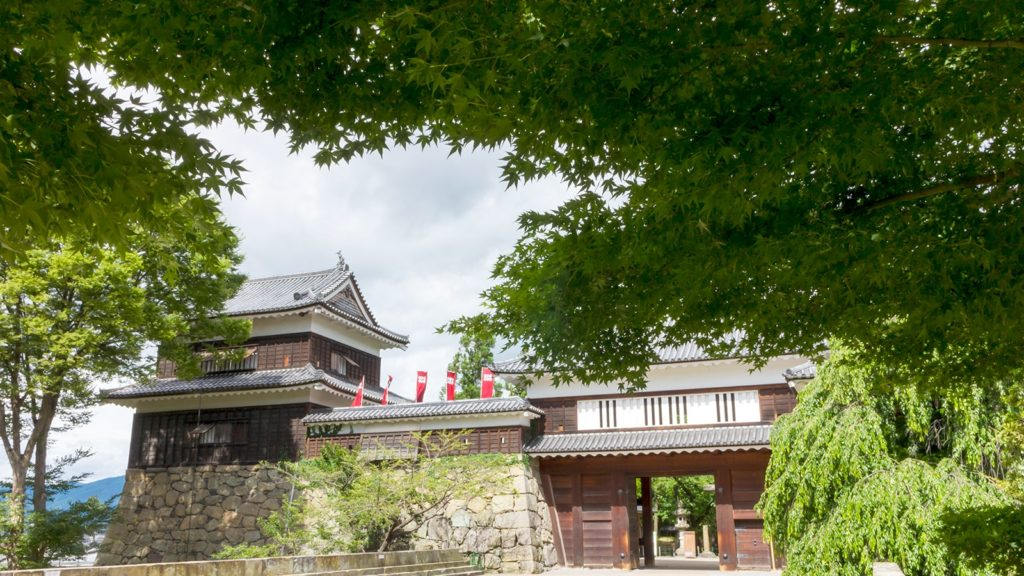新緑に囲まれた上田城も美しい  - - 長野県の観光、撮影スポット- -