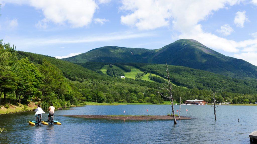 女ノ神山の別名を持つ蓼科山に抱かれたため池であることから名づけられた女神湖 - - 長野県立科町の観光、撮影スポット- -