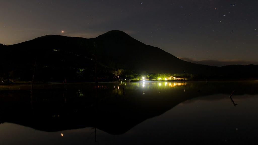 夜の女神湖からは満天の星空と諏訪富士:蓼科山を愉しめる - - 長野県立科町の観光、撮影スポット- -