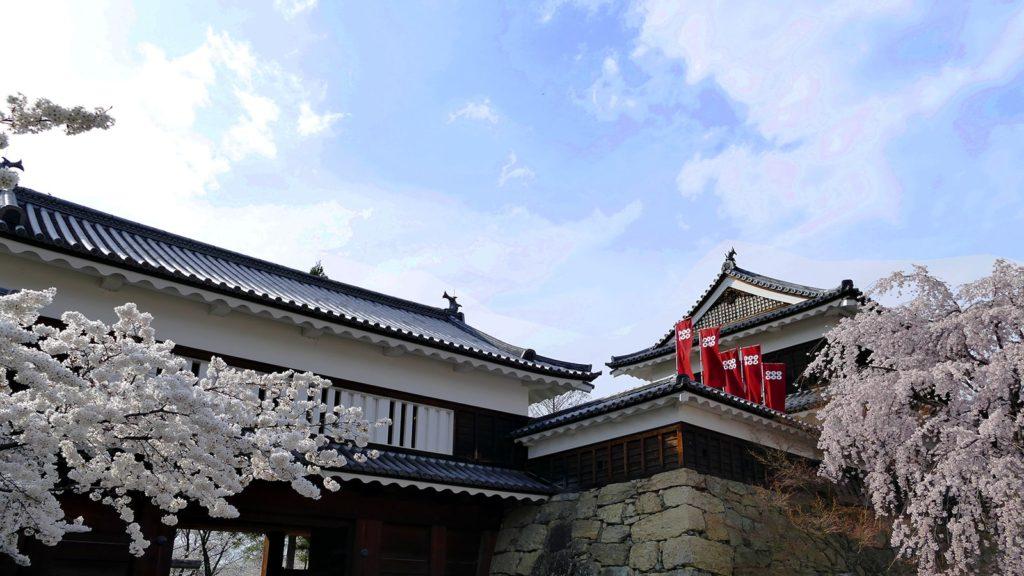 春には華やかに咲く千本桜が彩りを添える上田城  - - 長野県の観光、撮影スポット- -