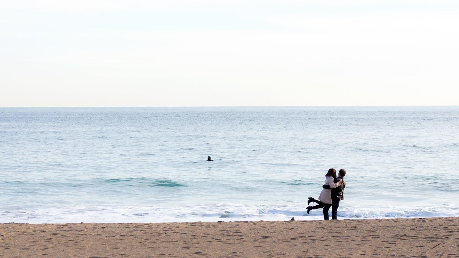 映画やドラマのワンシーンのような恋人たちの光景にも出会える恋路ヶ浜 - -愛知県田原市にある観光、撮影スポット- -